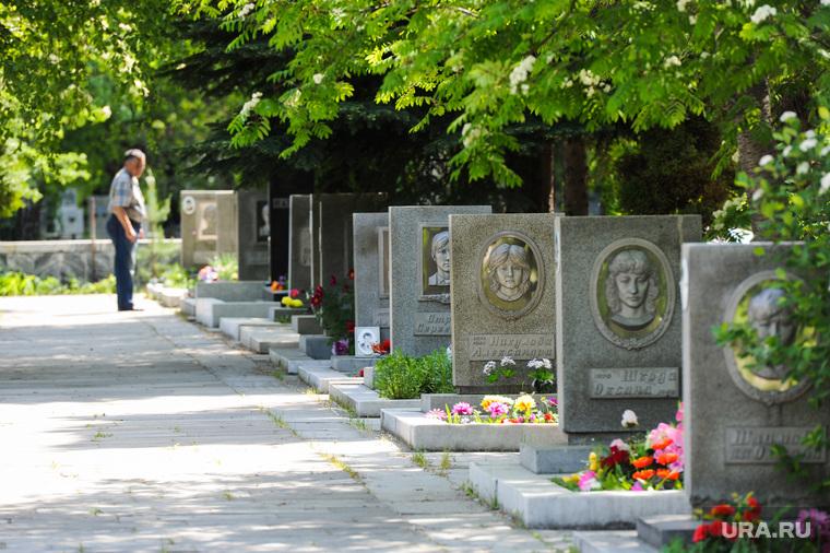 Мемориал детям из школы 107, погибшим в железнодорожной катастрофе под городом Аша, на Градском кладбище города Челябинска