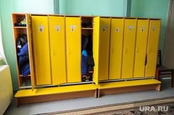 Детский сад в селе Бишкиль. Челябинская область, детский сад, ящик для одежды, раздевалка