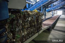 Завод по сортировке мусора. Тюмень, мусор пресованный