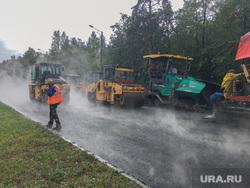 Дождь и асфальтоукладчики Челябинск, каток, асфальтоукладчик, дорожная техника, ремонт, дорога, дождь