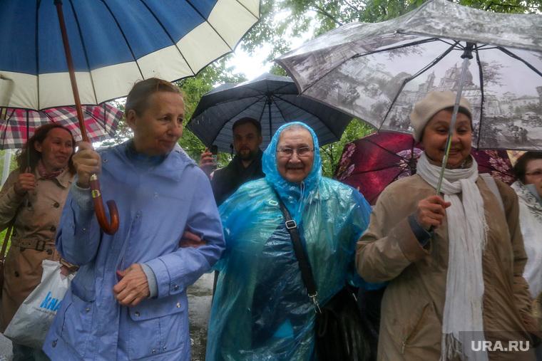 Несогласованный пикет Ивана Волкова в сквере. Екатеринбург