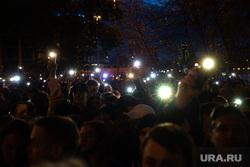 Третий день протестов против строительства храма Св. Екатерины в сквере у театра драмы. Екатеринбург, сквер, фонарики, толпа, свет, протесты, сквер на драме