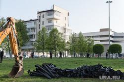 Второй день протестов против строительства храма Св. Екатерины в сквере около драмтеатра. Екатеринбург, сваи, храм на драме, сквер на драме