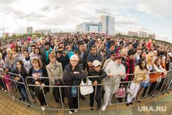 День города. Сургут, толпа, ограждение, народ