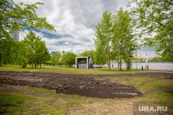 Виды Екатеринбурга, газон, лето, сквер на драме