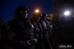 Акция против строительства собора святой Екатерины на Октябрьской площади. Екатеринбург, полиция, силовые структуры, протест, оцепление, сквер на драме, омон