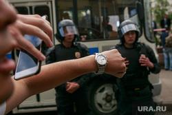 Несанкционированный митинг на Тверской улице. Москва, часы, протестующие, автозаки, несанкционированный митинг, куделка, задержание
