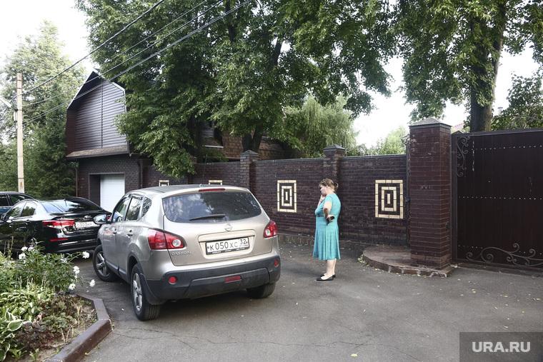Катафалк возле дома Алексея Миронова в пос. Иславское. москва