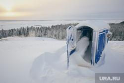 Биатлон-центр. Ханты-Мансийск, сугроб, зима, мороз, север, биотуалеты, снег
