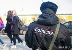Вечер памяти жертв теракта в Питере, Манежная площадь. Москва, полицейский, девушки