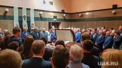 Церемония прощания с бывшим начальником Свердловской железной дороги Алексеем Мироновым. Москва, прощание с усопшим, гроб