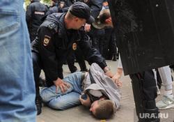 Несанкционированный митинг сторонников Навального против пенсионной реформы. Челябинск, арест, сапоги, омон, задержание