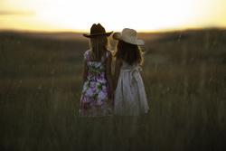 Открытая лицензия от 04.08.2016 , дети, дети со спины, вдвоем