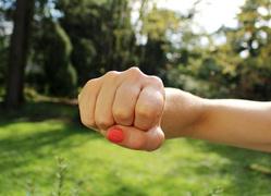 Клипарт pixabay.com, кулак, феминизм, самооборона, харасмент