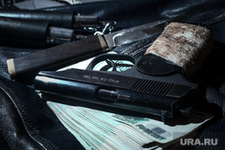 Клипарт по теме Насилие. Москва, убийство, пм, ограбление, ауе, нож, пачка денег, криминал, преступление, бандитизм, разбой, братки, киллер, оружие, пистолет, макаров, разборки, стрелка, деньги, купюры, тысячные, заказное убийство, наемный убийца, молодежные банды