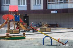Поездка по придомовым территориям элитных домов. Екатеринбург, двор, детская площадка