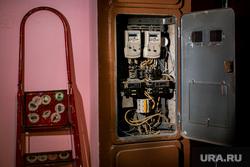Клипарт по теме ЖКХ. Москва, пробки, жкх, проводка, стремянка, ремонт, электричество, электроэнергия, показания счетчика, счетчик, щиток, распределительный щит, кз, короткое замыкание, чрезвычайное проишествие, диф-автомат, автоматический выключатель, предохранитель, электропроводка