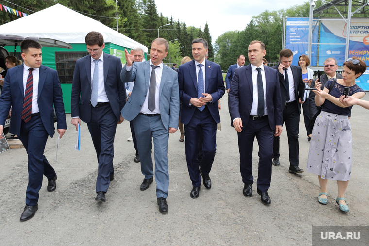 Министр природных ресурсов  Дмитрий Кобылкин осматривает набережную Тобола. Курган