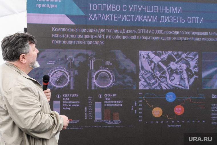"""Участники ралли """"Шелковый путь"""" на АЗС Газпромнефти. Екатеринбург"""