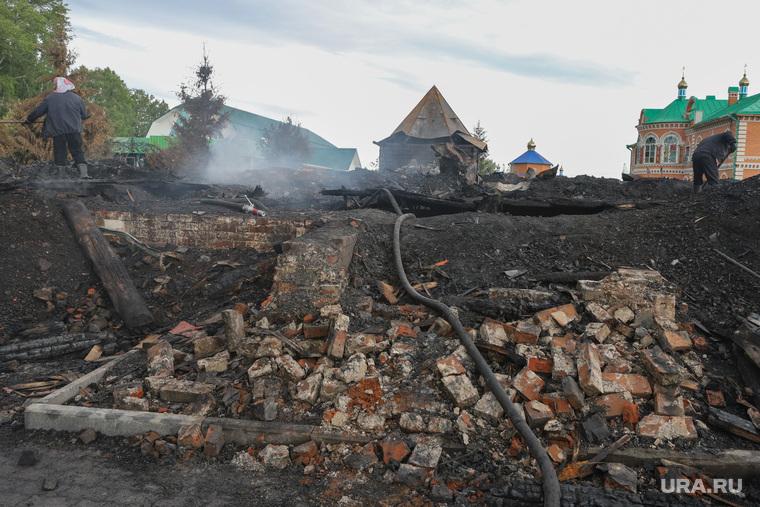 Разбор конструкций Свято-Казанского Чимеевского мужского монастыря после пожара. с Чимеево
