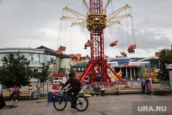Центральная площадь «Цветной бульвар». Тюмень , парк развлечений, цветной бульвар, велосипедист, аттракцион