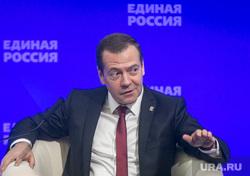Совместное заседание высшего и генерального совета Единой России, ВДНХ. Москва, портрет, медведев дмитрий, жест рукой