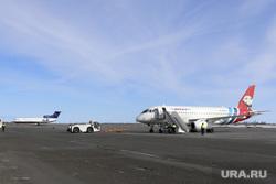 Аэропорт Новый Уренгой. Новый Уренгой, аэропорт, авиакомпания ямал, взлетное поле