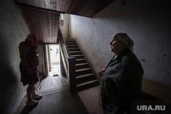 Поездка Дениса Паслера в Верхотурье., старый дом, подъезд