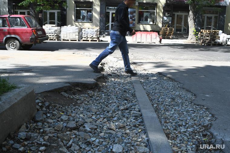 Благоустройство и ремонт тротуаров на улице Мамина-Сибиряка. Екатеринбург