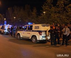 Протест против строительства храма святой Екатерины в сквере около драмтеатра. Екатеринбург, полицейские, полицейская машина