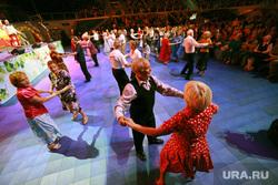 Силин на фестивале Споем вместе. Екатеринбург, вальс, танцы, пенсионеры