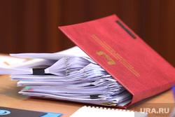 Визит чешских инвесторов на Курганскую ТЭЦ-2. Курган, бумаги, папка с документами