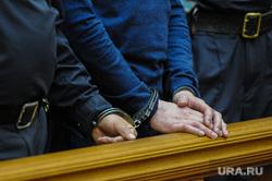 Оглашение приговора участникам бунта в исправительной колонии №6 строгого режима ГУ ФСИН. Челябинск, заключенные, зал суда, судебное заседание, полиция, суд, правоохранительные органы, наручники