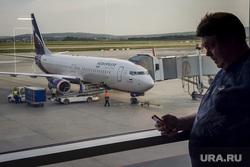 Зал ожидания аэропорта «Кольцово». Екатеринбург, аэропорт, туризм, ожидание, багаж, погрузка, телетрап, аэрофлот, авиалайнер, пассажиры, авиакомпания, туристы, самолет, взлетное поле, боинг 737-800, vq-bhw, федор плевако, пассажирский рукав
