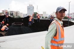 Строительная площадка нового музыкального фонтана на городской эспланаде. Пермь, строители, гастарбайтер, трудовые мигранты, стройка, строительная площадка