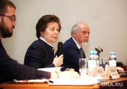 Встреча губернатора ХМАО Натальи Комаровой с дольщиками компании «СеверСтрой». Сургут , портрет, комарова наталья