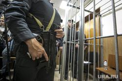Криминальный авторитет Олег Шишканов на судебном заседании по избранию ему меры пресечения Басманным районным судом г. Москвы. Москва, полицейские, оружие, решетка, скамья подсудимых, судебный пристав, суд, конвой, пп-200, пистолет-пулемет, шишкан