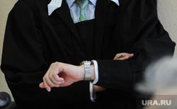 Избрание меры пресечения Александру Есипову, бывшему заместителю начальника Курчатовского следственного отдела, в Центральном суде. Челябинск, часы, время, судья