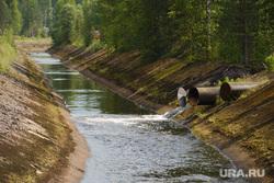 Последствия аварии на русле реки Калья. Североуральск, река калья, русло реки