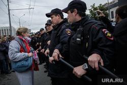 Несанкционированная акция против изменения пенсионного законодательства в Перми, митинг, полиция, оцепление, дубинки