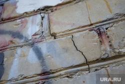 Трещины в доме ул.Революции 38. Пермь, кирпичная стена, трещина в доме