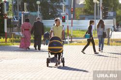 Клипарт. Санкт-Петербург, коляска, мама с коляской, лето