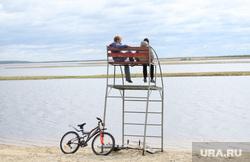 Клипарт. ЯНАО, велосипедисты, на отдыхе, дети, водоем, река