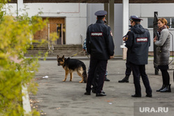 Эвакуация 18 школы после обнаружения предмета похожего на взрывное устройство. Сургут, кинологи, школа18