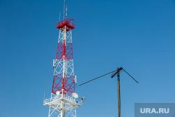 Виды города зимой. Сургут, антенна, вышка мобильной связи