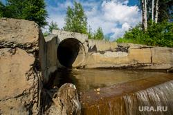 Город летом. Сургут, водосточная труба, водосток, канализация, слив