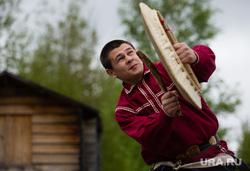 Состязания в гонках по гребле на обласах - традиционных лодках народов Севера. Сургут, ритуал, ханты, танец с бубном, кмнс