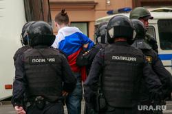 Несанкционированный митинг на Тверской улице. Москва, протестующие, полиция, триколор, автозаки, флаг россии, задержания, несанкционированный митинг