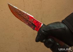 Окровавленный нож. Курган, охотничий нож, нож в руке, окровавленный нож, убийство