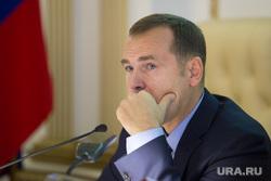 Заседание у врио губернатора Курганской области Вадима Шумкова. г. Курган , шумков вадим, рука у лица
